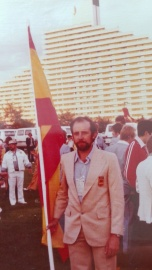Amando Prendes Viña en la Villa Olímpica de Montreal 1976, antes del desfile inaugural.